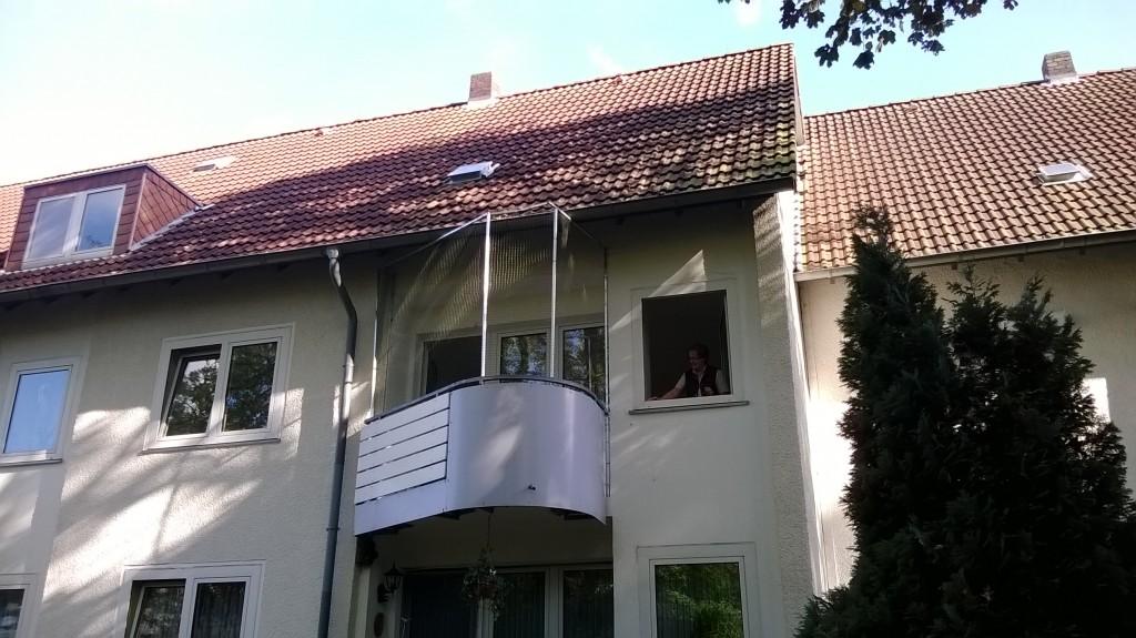 Balkon rund Katzennetz anbringen