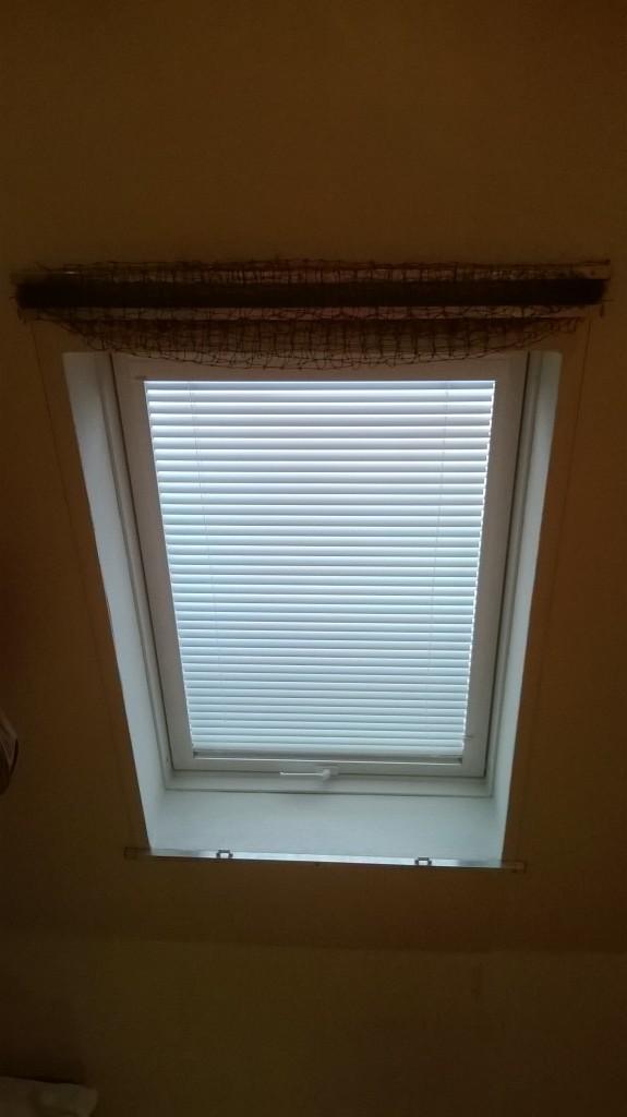 Das Katzennetz Dachfenster System im offenen Zustand