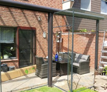 Terrasse als Katzenvoliere umgebaut