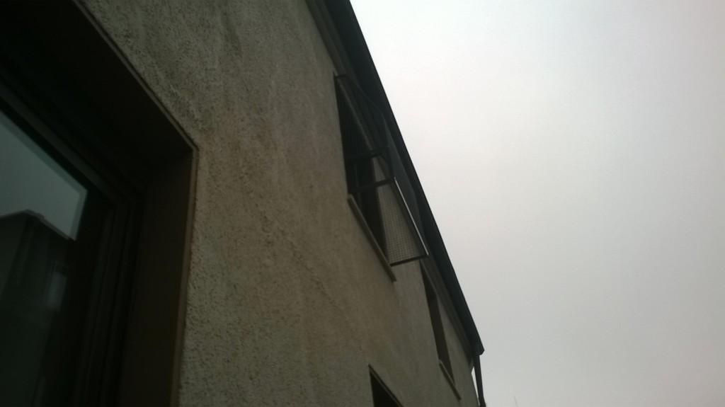 Der erste Balkon wurde montiert