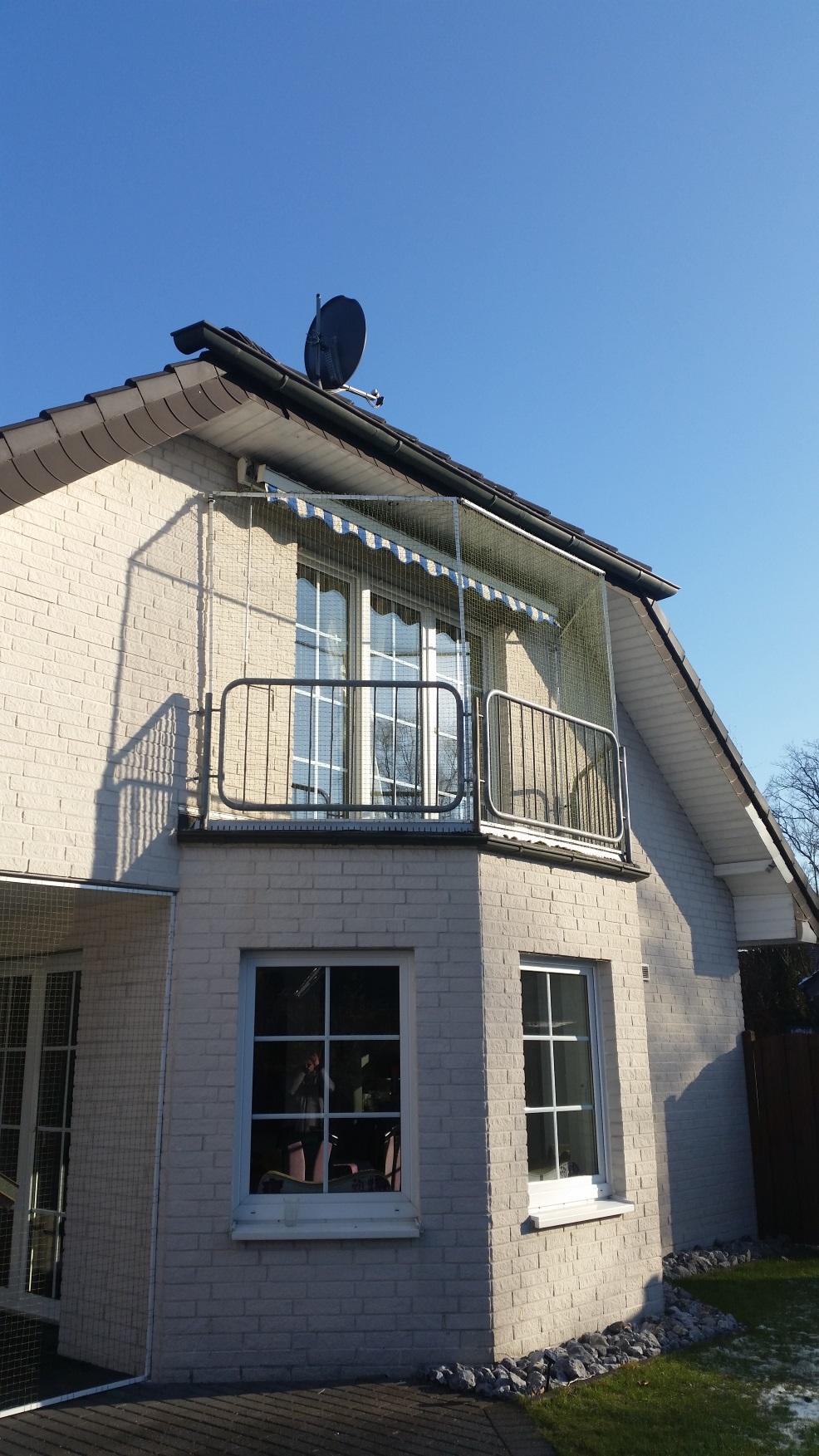 balkon und terrasse mit katzennetz system abgesichert. Black Bedroom Furniture Sets. Home Design Ideas