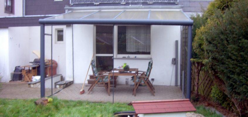 berdachte terrasse mit unauff lligen katzennetz system katzennetze nrw der katzennetz profi. Black Bedroom Furniture Sets. Home Design Ideas