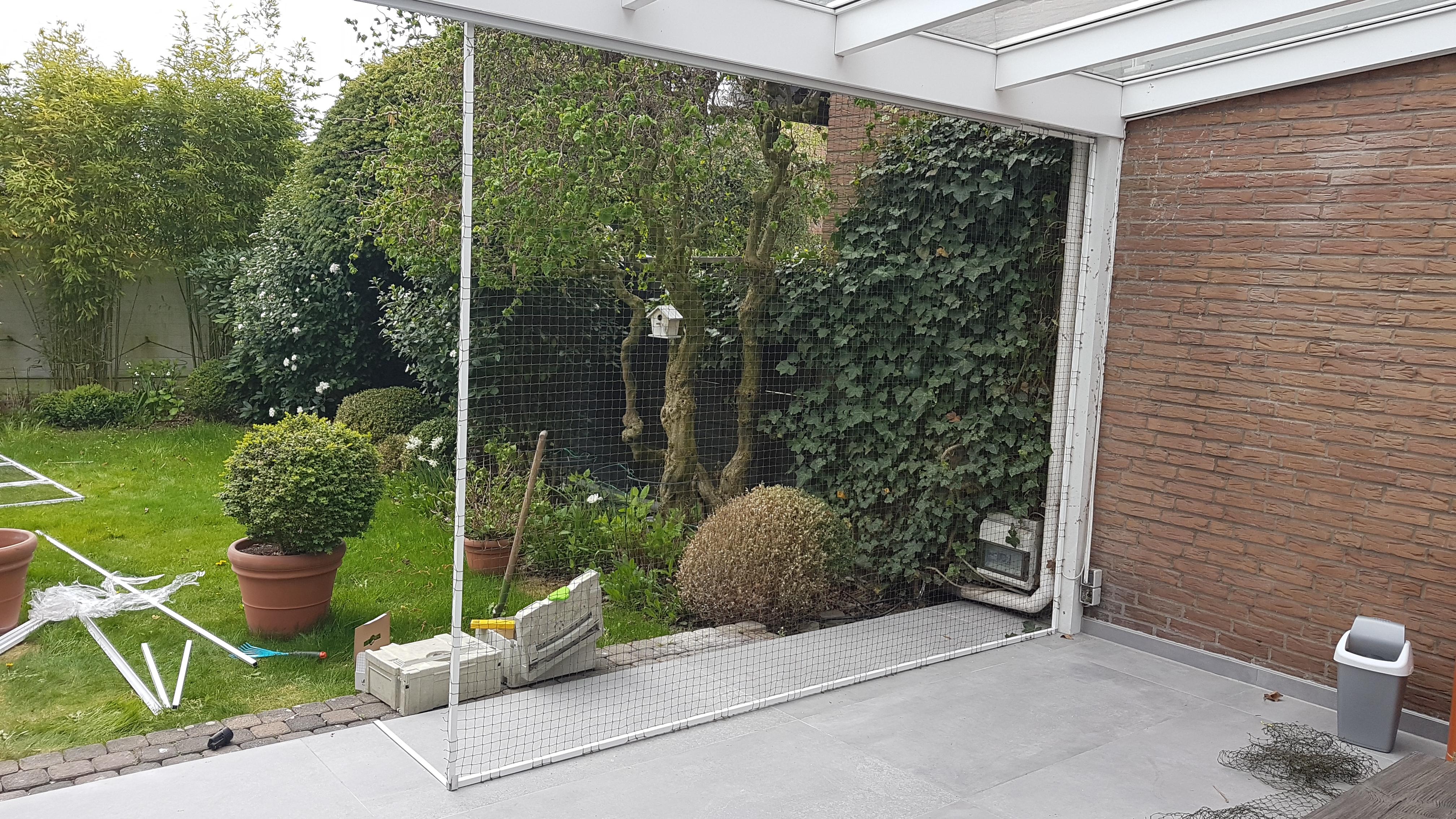 terrasse mit katzennetz zum auf zuschieben vom katzennetz profi katzennetze nrw. Black Bedroom Furniture Sets. Home Design Ideas