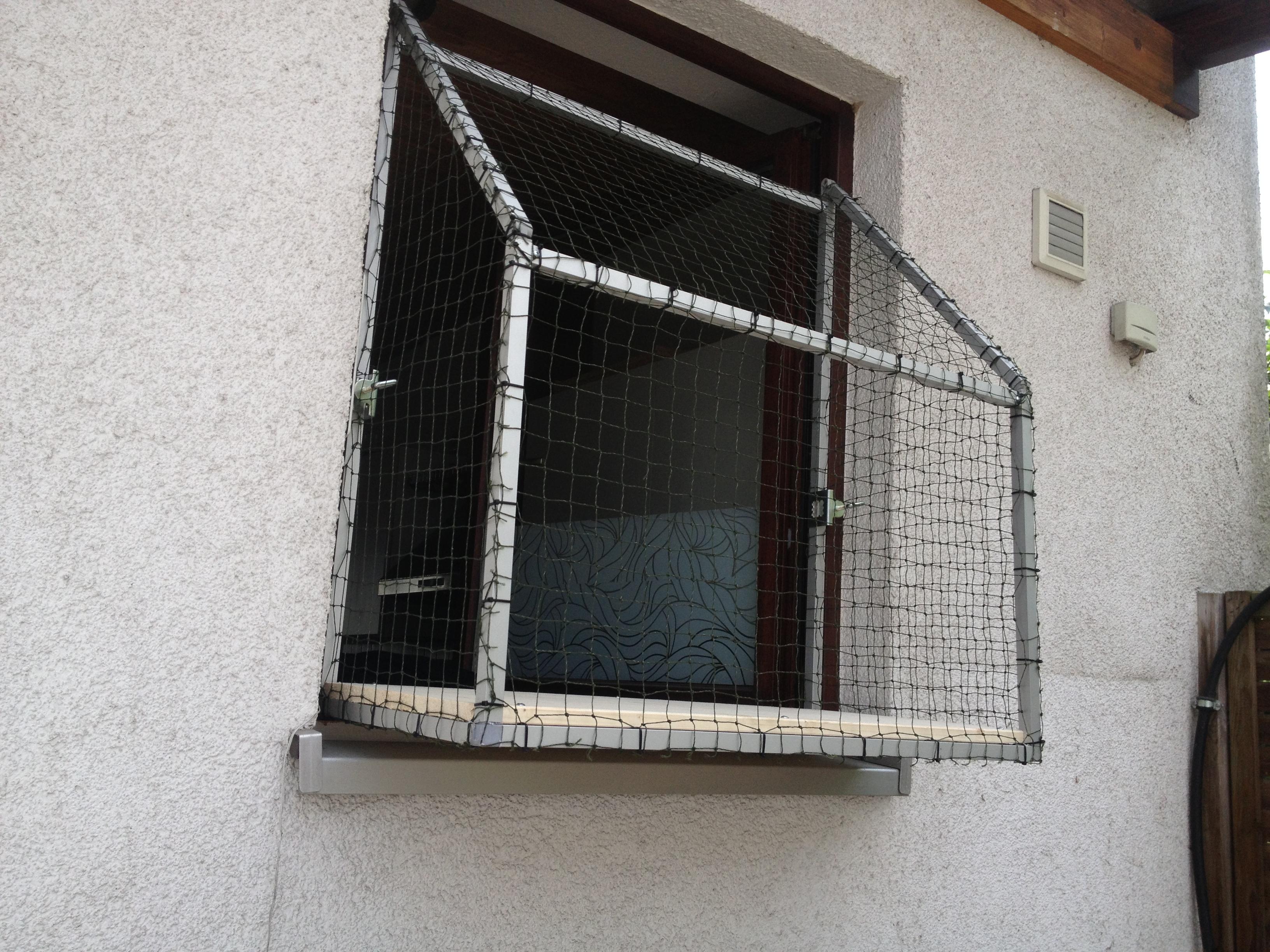 katzennetz fensterbalkon fensterbalkon f r katzen. Black Bedroom Furniture Sets. Home Design Ideas