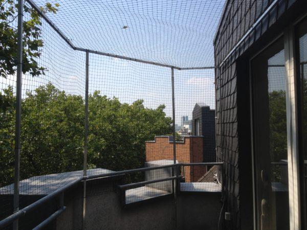 Katzennetz für eckigen Balkon in Düsseldorf