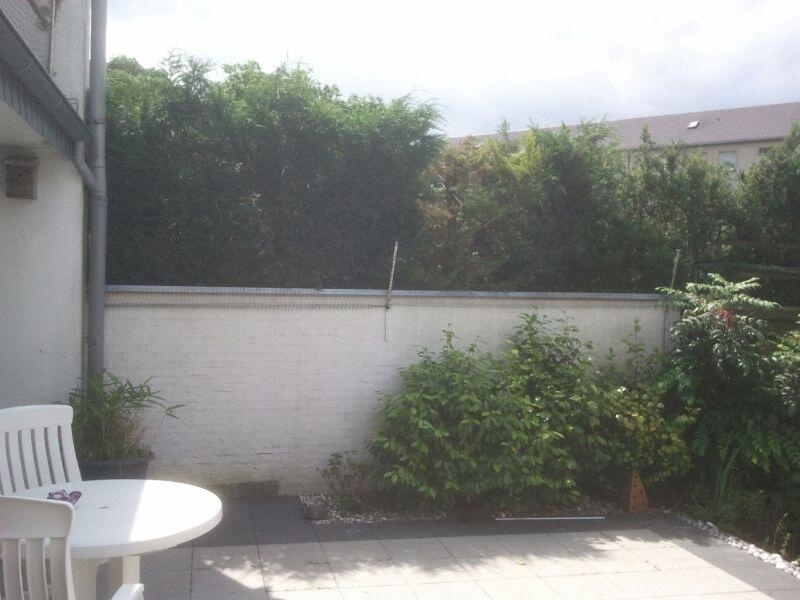 Mauer mit Übersteigschutz