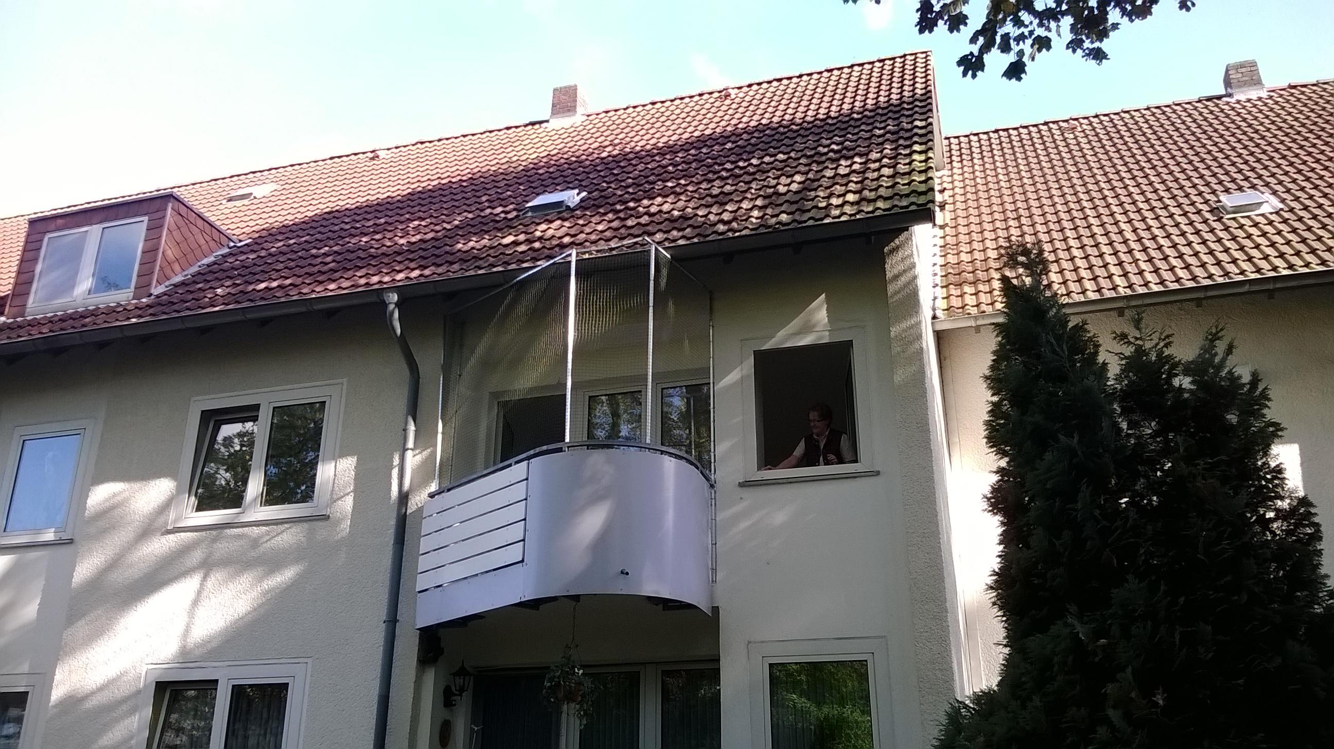 runden balkon in gelsenkirchen sicher mit katzennetz vernetzt katzennetze nrw der. Black Bedroom Furniture Sets. Home Design Ideas