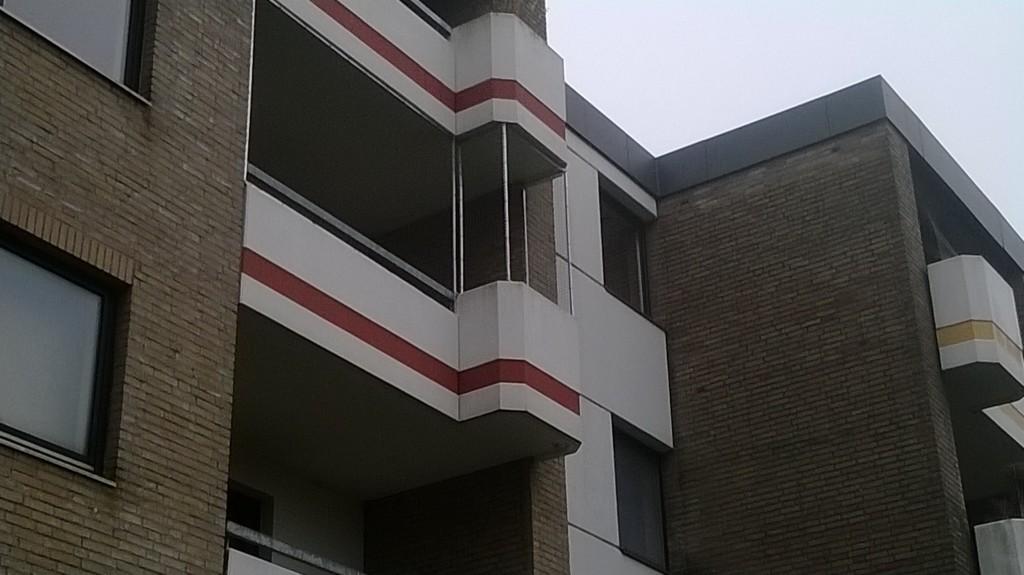 Großer Balkon in Oldenburg mit Katzennetz gesichert