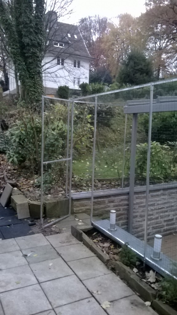 Garten durch Tür im Katzennetz System problemlos zu erreichen