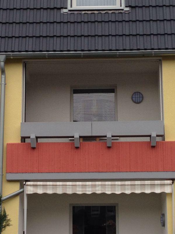 Katzennetz mit weißen Stangen in Recklinghausen