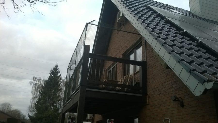 Katzennetz und Überkletterschutz am Balkon in Mühlheim