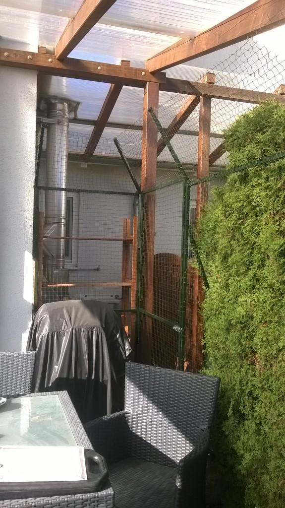 Katzennetz für Garten mit Tür