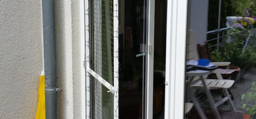 balkon terrassent r mit katzennetz system ohne bohren gesichert katzennetze nrw der. Black Bedroom Furniture Sets. Home Design Ideas