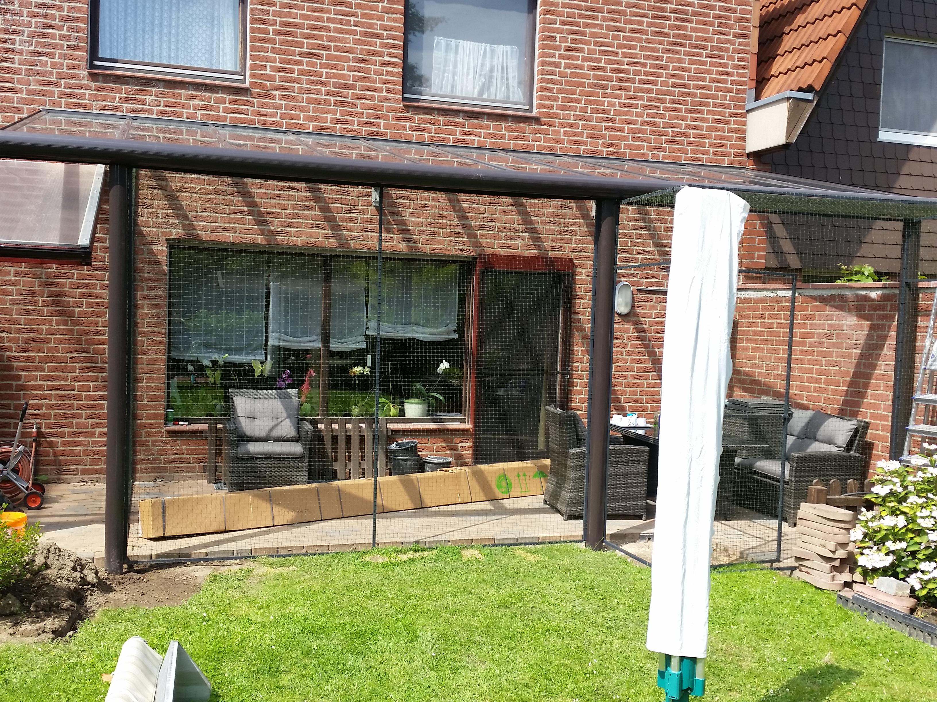 katzengehege auf terrasse in hannover katzennetze nrw der katzennetz profi. Black Bedroom Furniture Sets. Home Design Ideas