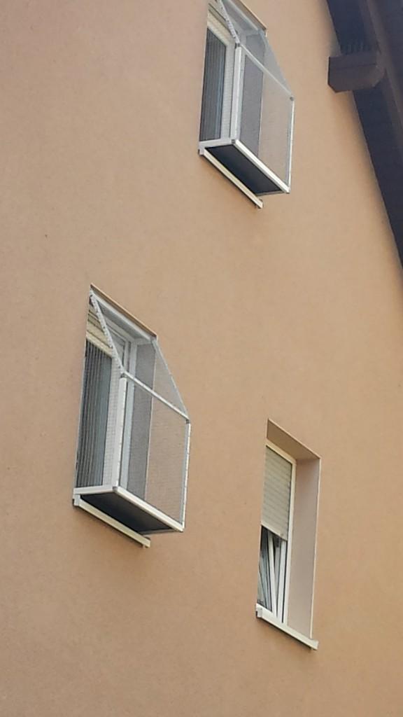 2 Katzenbalkone zur Fenstersicherung