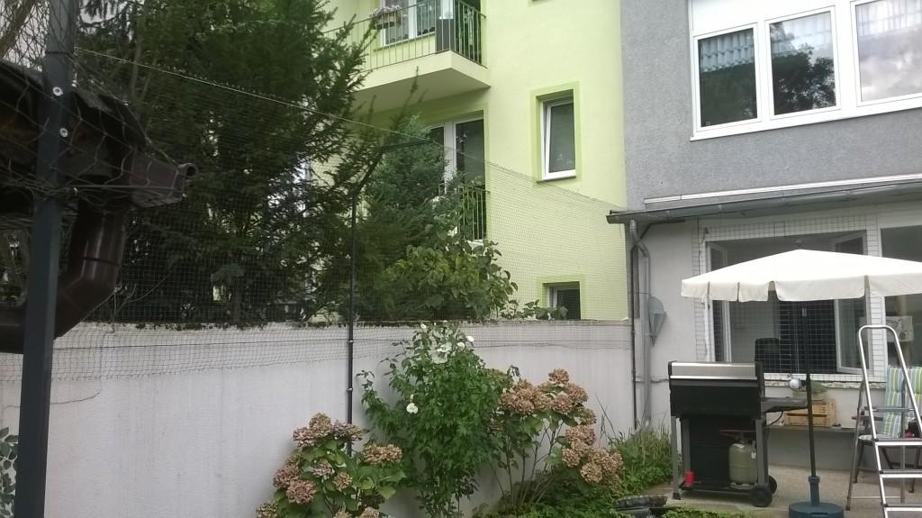 Gartenmauer mit Katzennetz System