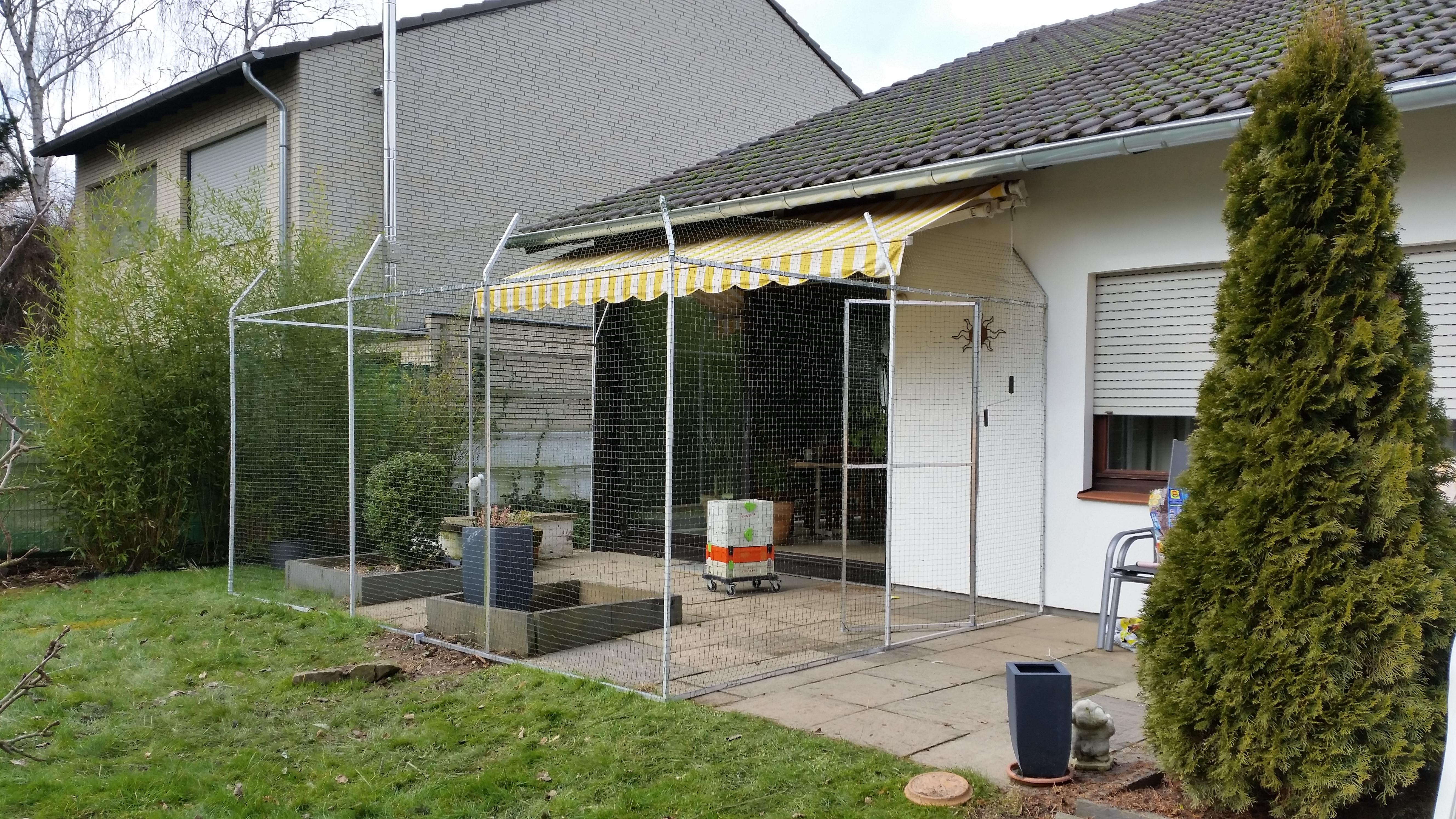 gartenterrasse mit katzengehege katzennetze nrw der katzennetz profi. Black Bedroom Furniture Sets. Home Design Ideas