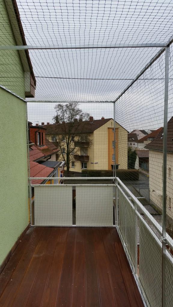 Balkon_mit_Katzennetz_Deckennetz