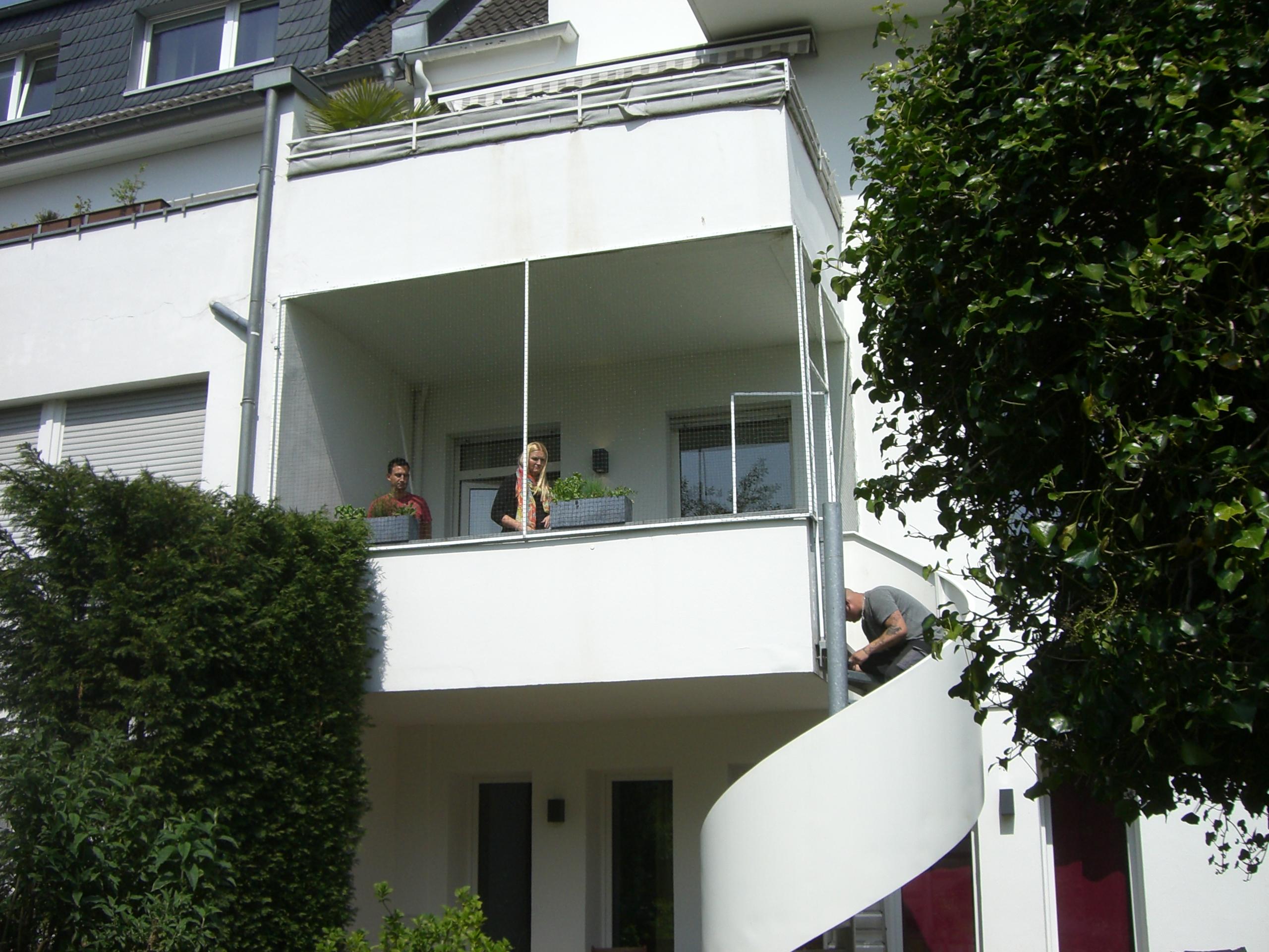balkon mit katzennetz system gesichert katzennetze nrw. Black Bedroom Furniture Sets. Home Design Ideas