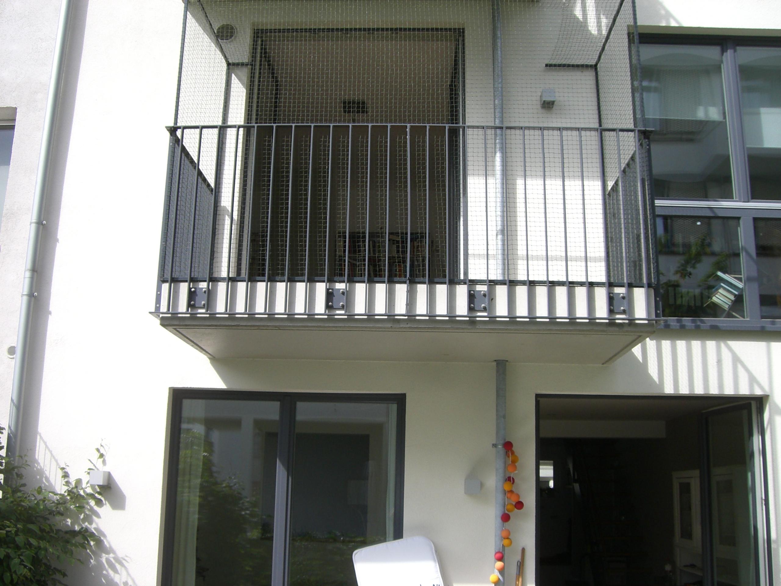 balkon t r in hamburg katzensicher mit katzennetz. Black Bedroom Furniture Sets. Home Design Ideas