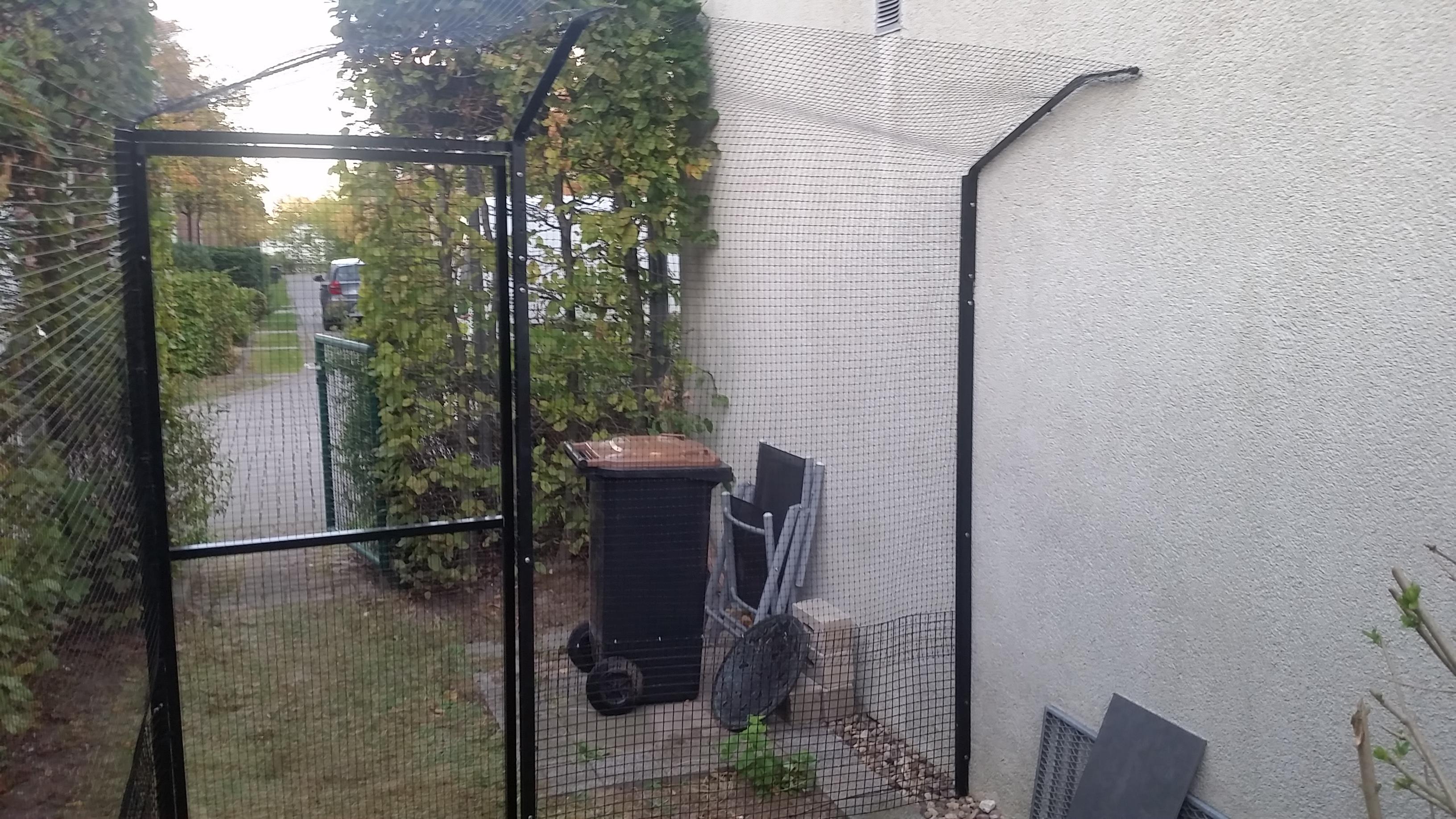 Garten Mit Katzenzaun Katzennetze Nrw Der Katzennetz Profi