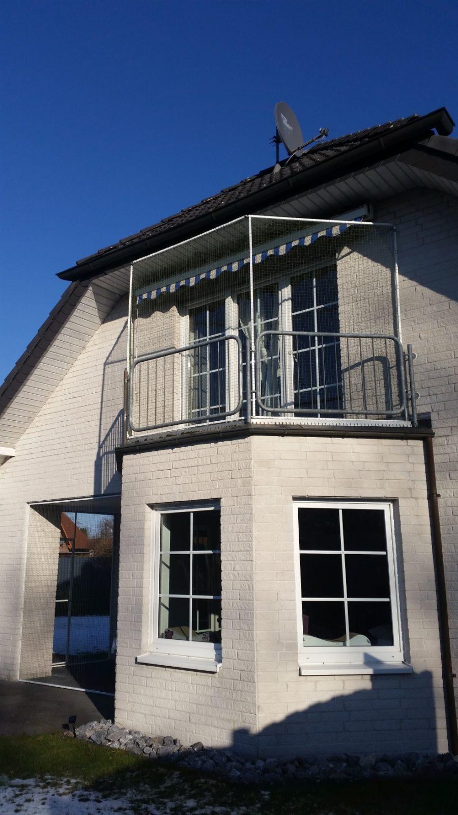 balkon und terrasse mit katzennetz system abgesichert katzennetze nrw der katzennetz profi. Black Bedroom Furniture Sets. Home Design Ideas
