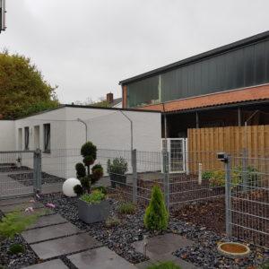 Überkletterschutz an Stabmattenzaun zur Gartensicherung