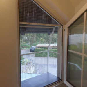 Katzenbalkon für besonderes Fenster