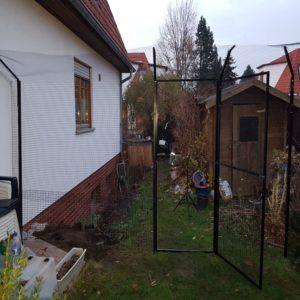 Katzenzaun mit Zugangs- bzw. Eingangstür