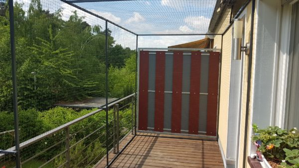 balkon mit katzennetz ohne bohren katzennetze nrw der katzennetz profi. Black Bedroom Furniture Sets. Home Design Ideas