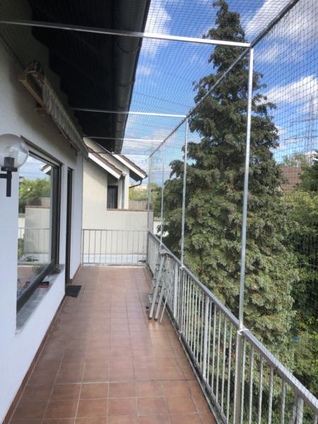 Balkon_mit_Markise_katzensicher_Katzennetz-Profi