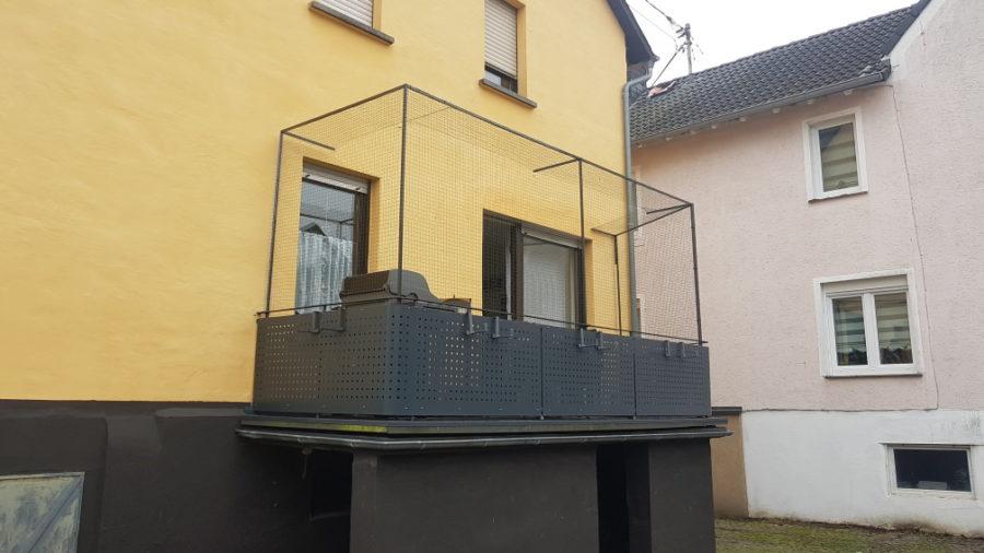 Balkonsicherung Katzennetz mit Überkletterschutz