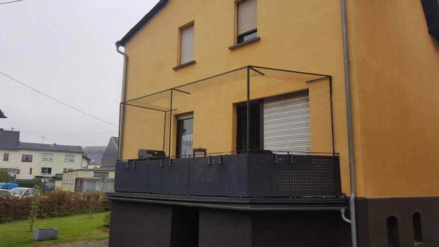 Katzennetz_System Balkonsicherung mit Überkletterschutz