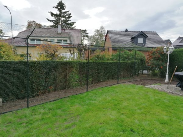 Katzennetz_montage im Garten