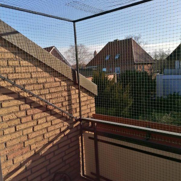 Katzennetz mit Überkletterschutz für Dachloggia